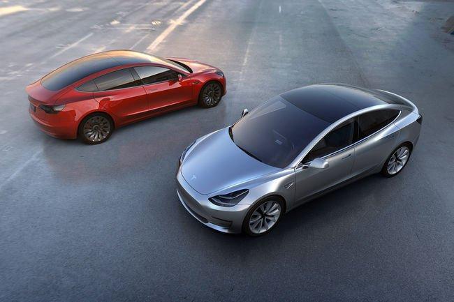 Elon Musk présente la Tesla Model 3