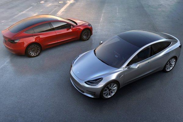 Tesla Model 3 : déjà 325 000 précommandes