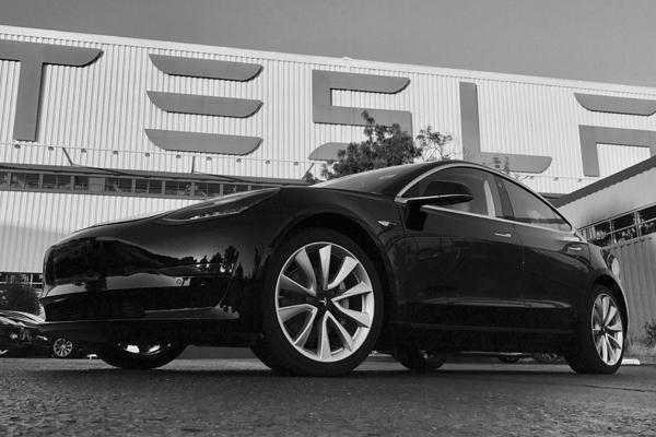 La première Tesla Model 3 est en circulation
