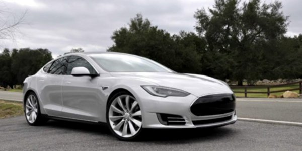 La Tesla Model S sur la route