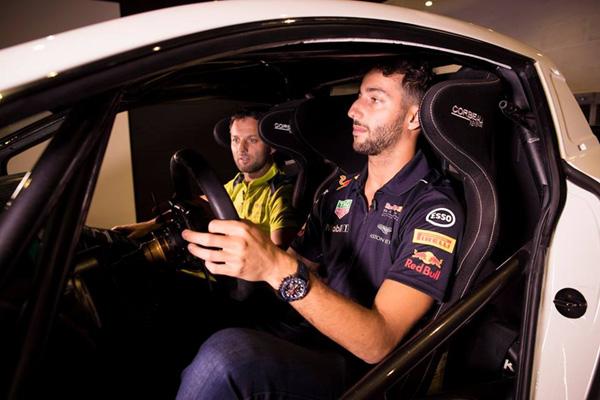 Darren Turner vs Daniel Ricciardo : le match