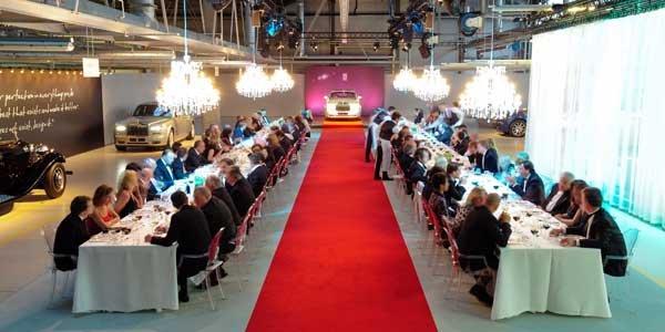 Un dîner au sein de l'usine Rolls Royce