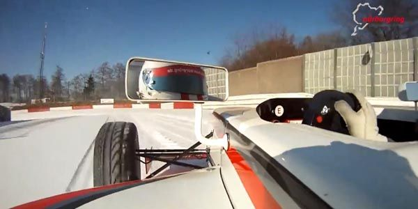 Un tour du Nürburgring sur la neige