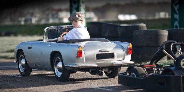Une réplique d'Aston DB4 pour enfants