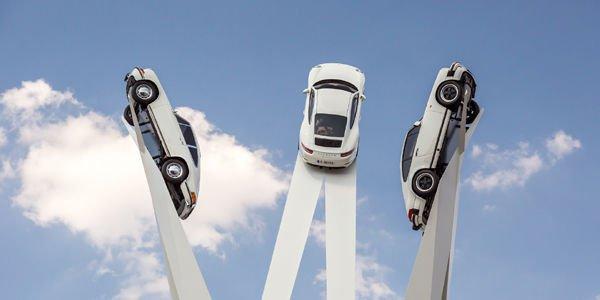 Une sculpture hommage à la 911 sur la Porscheplatz