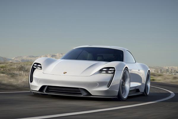 Porsche va installer des bornes de recharge aux USA