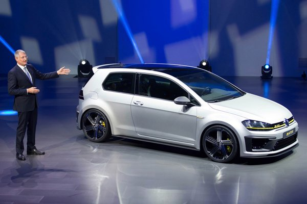 volkswagen golf r400 concept 400 ch pour les 40 ans de la golf actualit automobile motorlegend. Black Bedroom Furniture Sets. Home Design Ideas