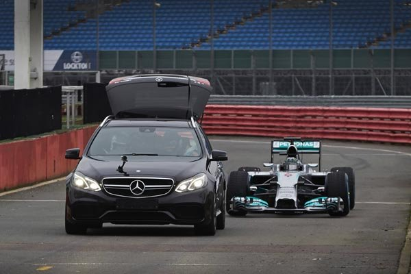 vue 360 dans la f1 de lewis hamilton actualit automobile motorlegend. Black Bedroom Furniture Sets. Home Design Ideas