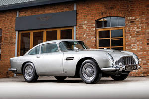 L'Aston Martin DB5 de James Bond aux enchères