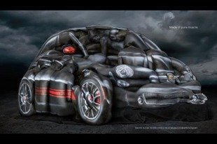 Une Fiat 500 Abarth façon body painting
