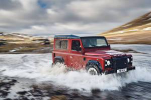 Nouveau Land Rover Defender Works V8