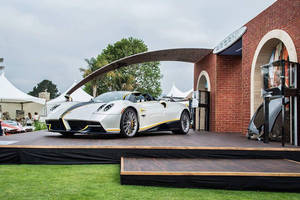 Pebble Beach : Pagani Huayra Roadster Gyrfalcon