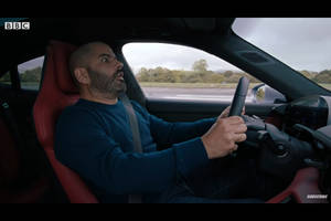 Chris Harris et The Stig testent la Porsche Taycan Turbo S