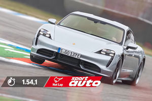Le Porsche Taycan Turbo en action à Hockenheim