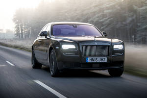 Une Rolls-Royce Ghost Black Badge pour Donatella Versace