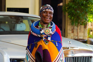 Esther Mahlangu et la Rolls-Royce Phantom