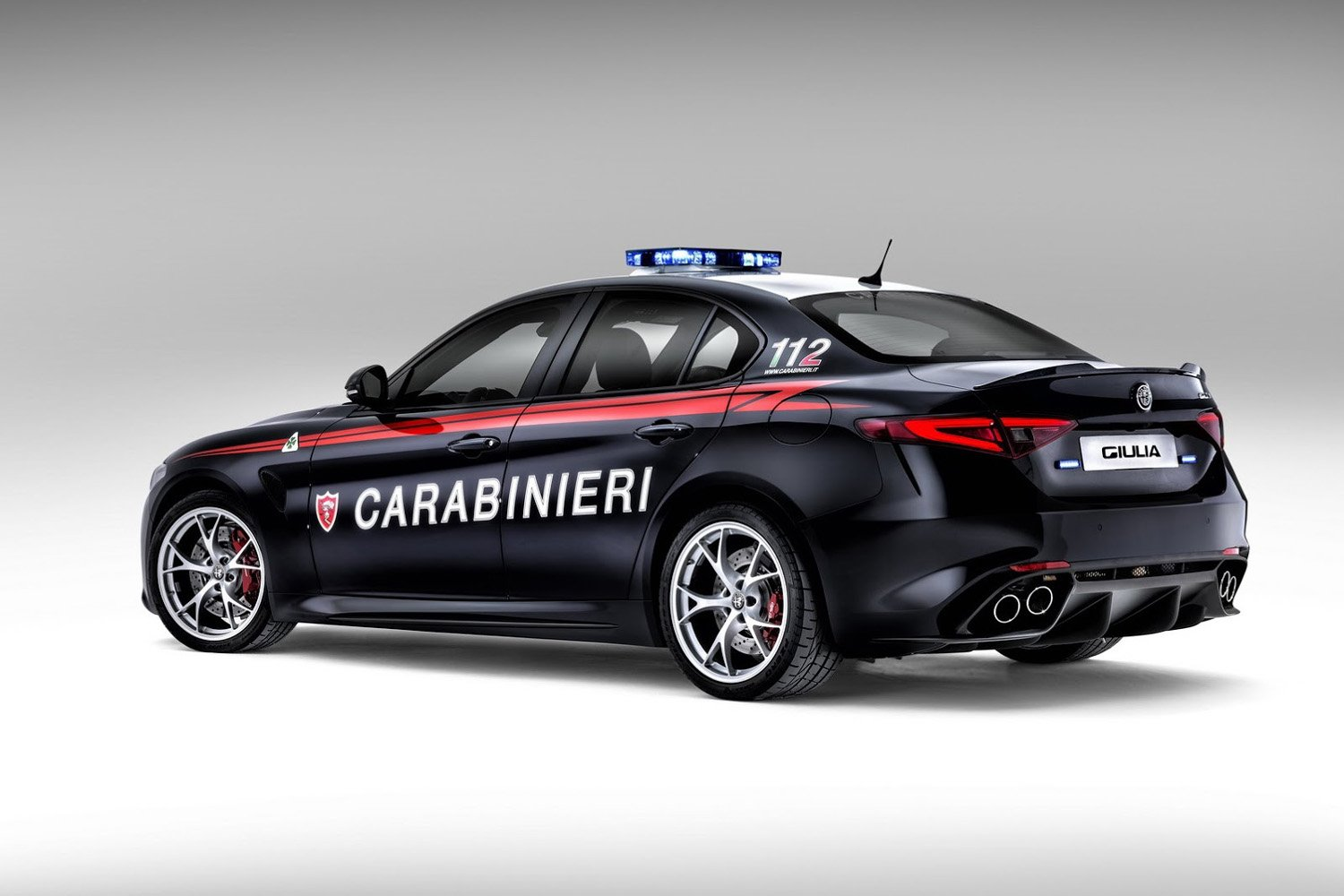 les carabinieri roulent en alfa romeo giulia qv actualit automobile motorlegend. Black Bedroom Furniture Sets. Home Design Ideas