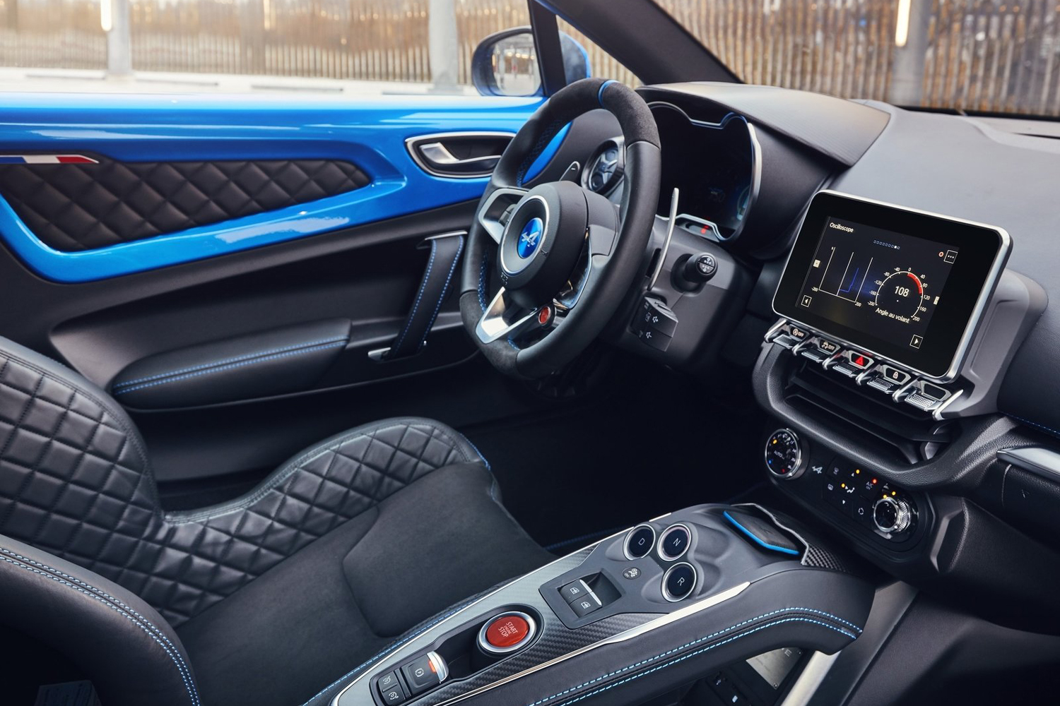 Alpine a110 une version sport venir actualit for Interieur alpine a110
