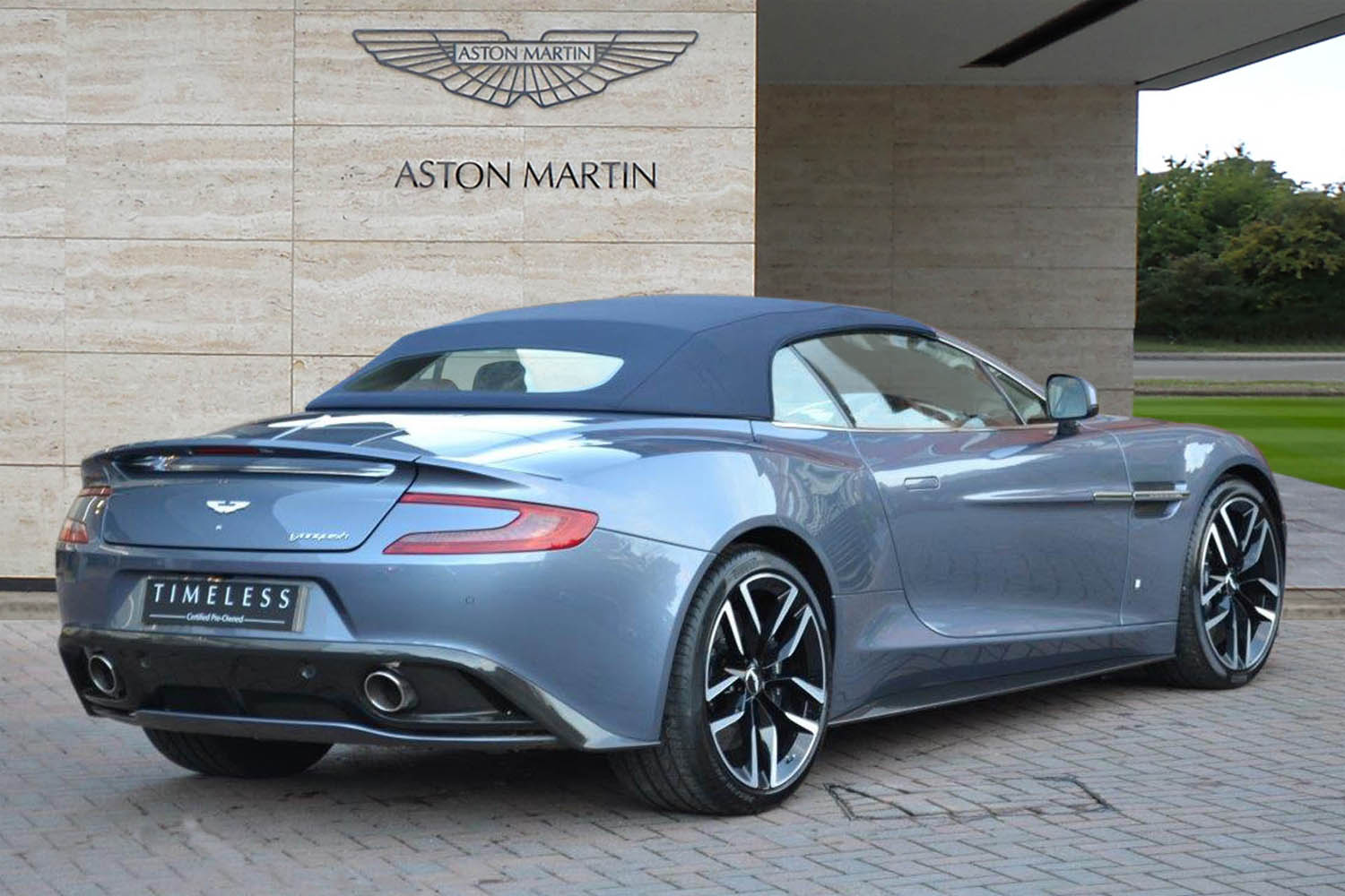 a vendre one off aston martin vanquish volante actualit automobile motorlegend. Black Bedroom Furniture Sets. Home Design Ideas