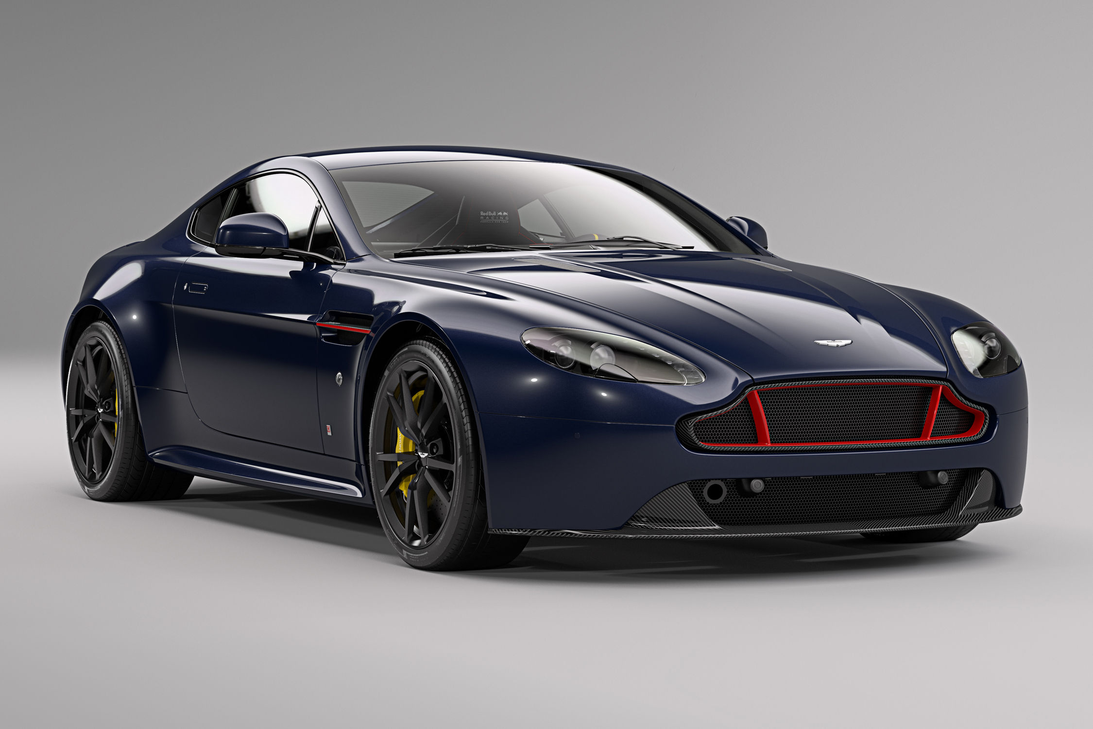 Aston Martin V8 et V12 Vantage Red Bull Racing Edition