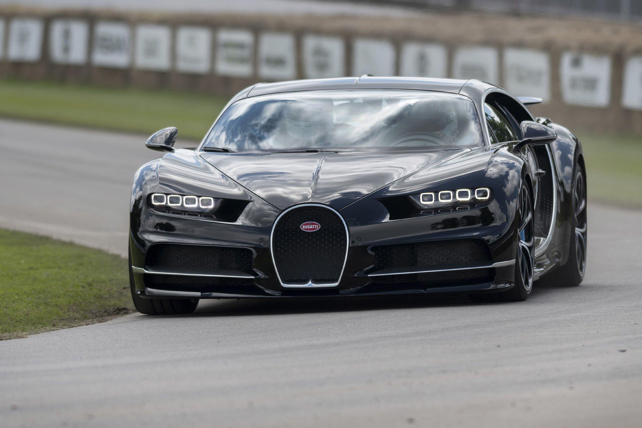 bugatti chiron record du monde de vitesse en ligne de mire actualit automobile motorlegend. Black Bedroom Furniture Sets. Home Design Ideas