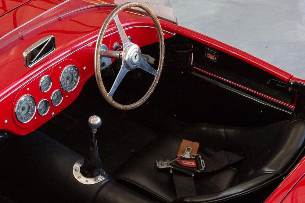 Mise aux enchères d'une voiture mythique de Johnny Hallyday