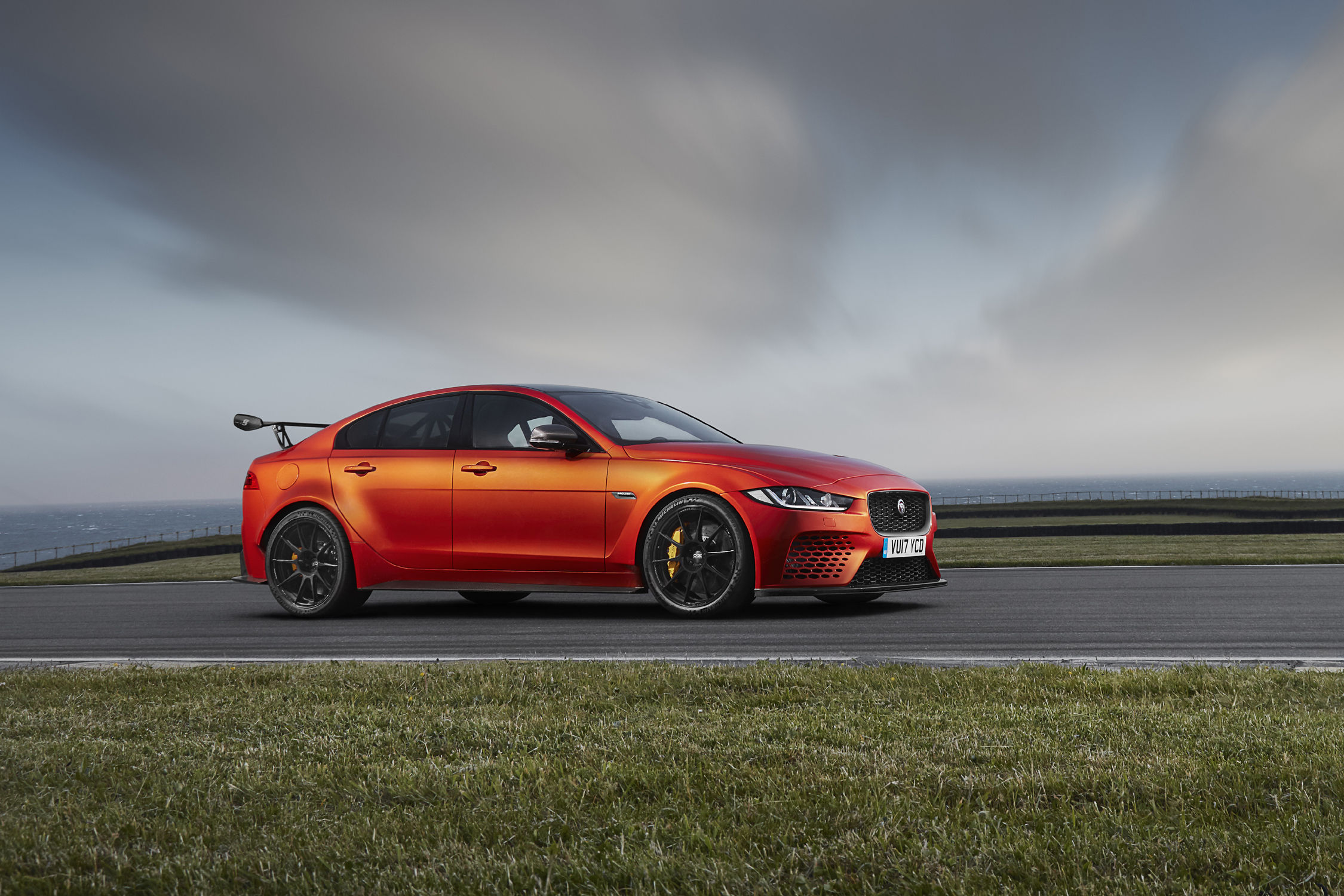 nouvelle jaguar xe sv project 8 extr me actualit automobile motorlegend. Black Bedroom Furniture Sets. Home Design Ideas