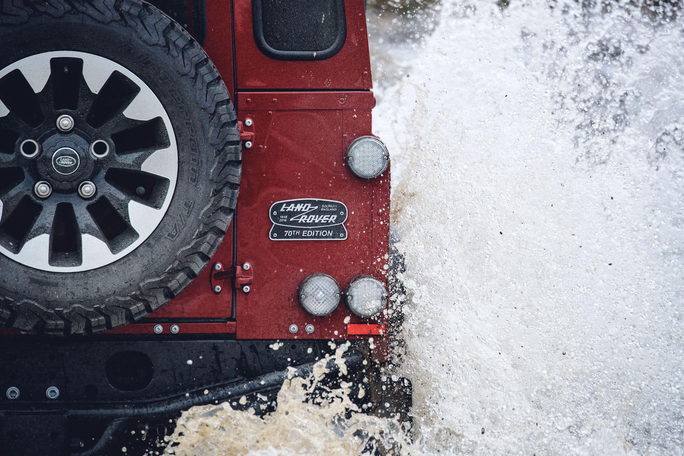 Le retour du Land Rover Defender avec un V8