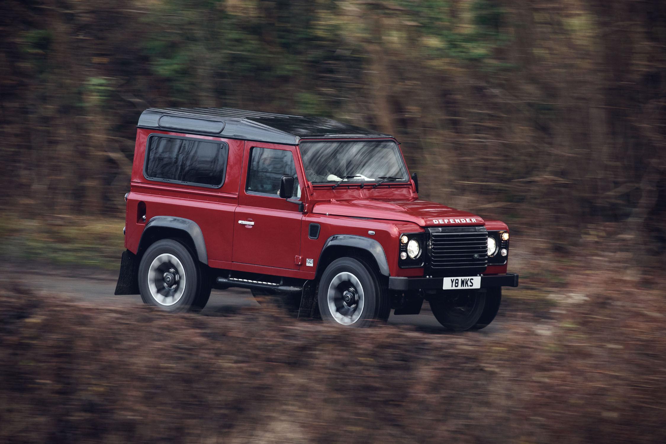 nouveau land rover defender works v8 actualit automobile motorlegend. Black Bedroom Furniture Sets. Home Design Ideas