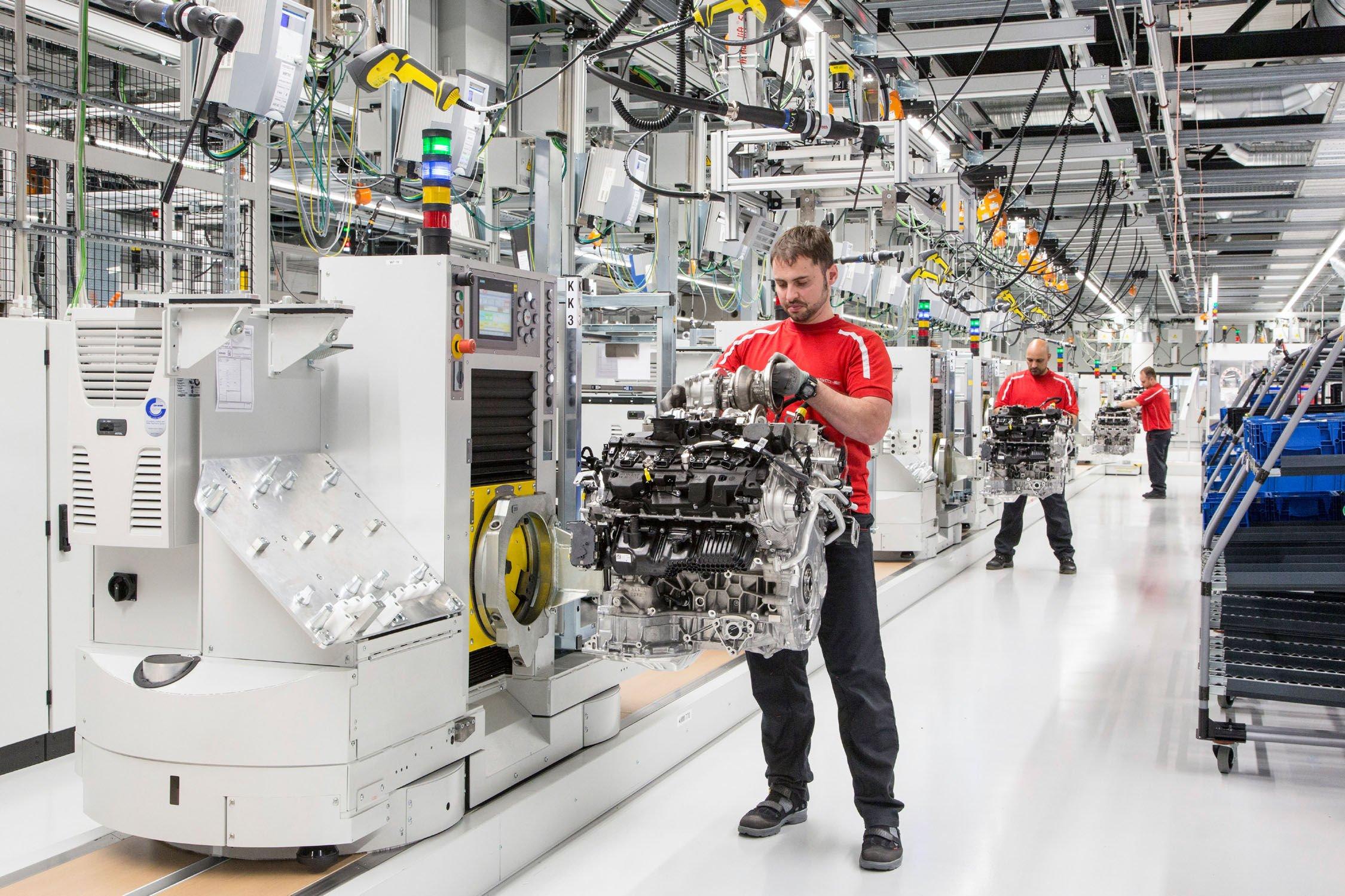 Le Nouveau V8 Porsche A Son Usine Actualit 233 Automobile
