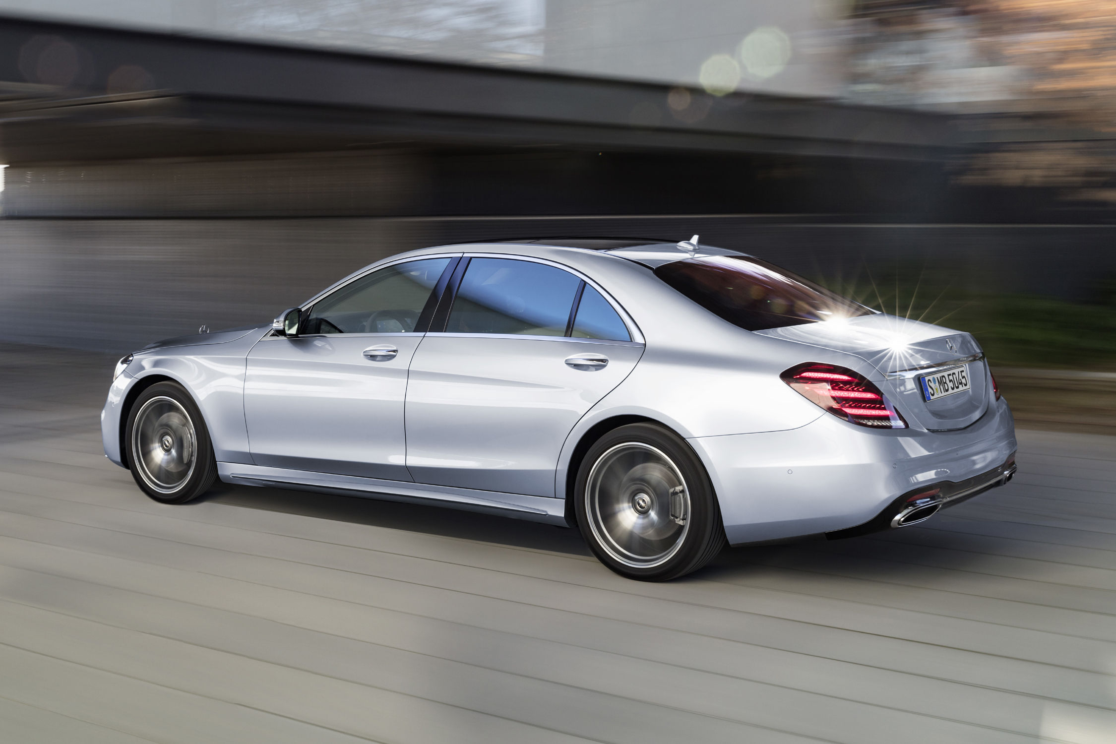 Nouvelle mercedes classe s actualit automobile for Mercedes classe s interieur