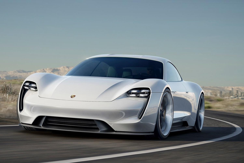 La berline électrique en approche — Porsche Taycan