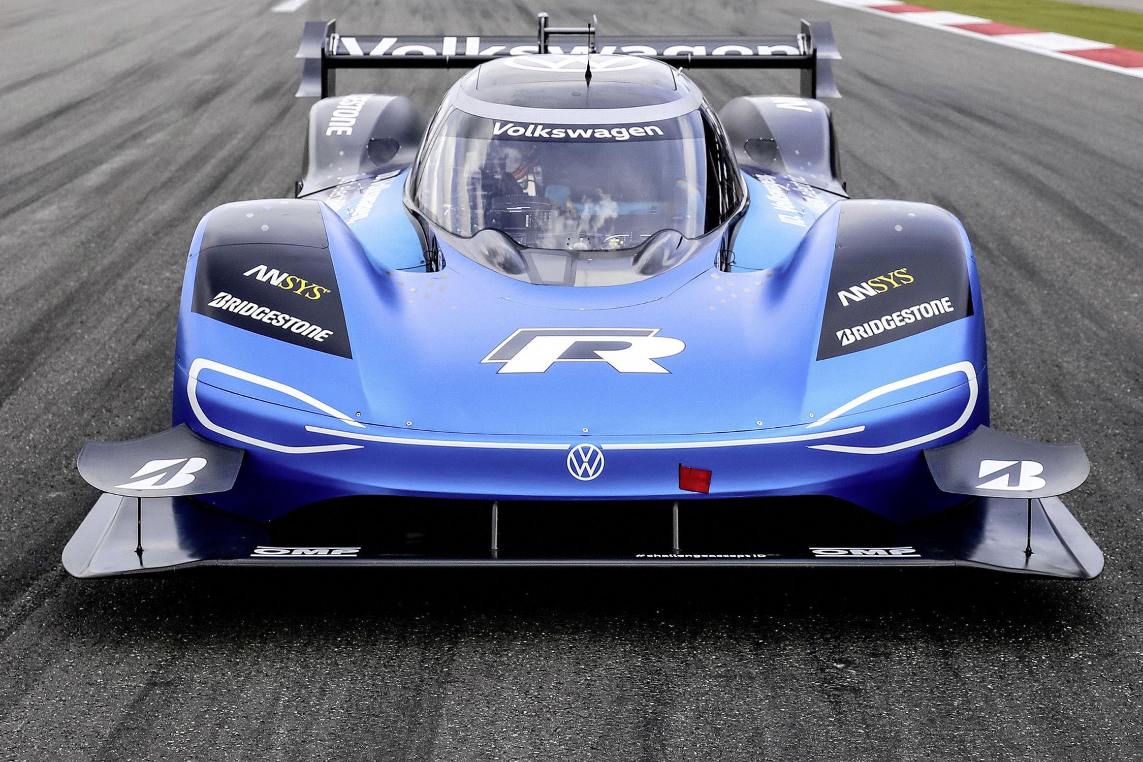 La Volkswagen ID.R bat le record de McLaren à Goodwood — VIDÉO