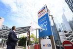 TotalEnergies ouvre sa première station-service dédiée à la recharge de voitures électriques.