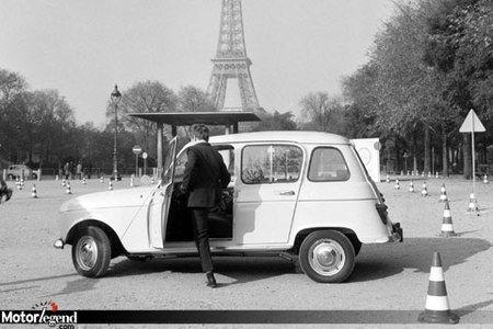 4L au pied de la Tour Eiffel
