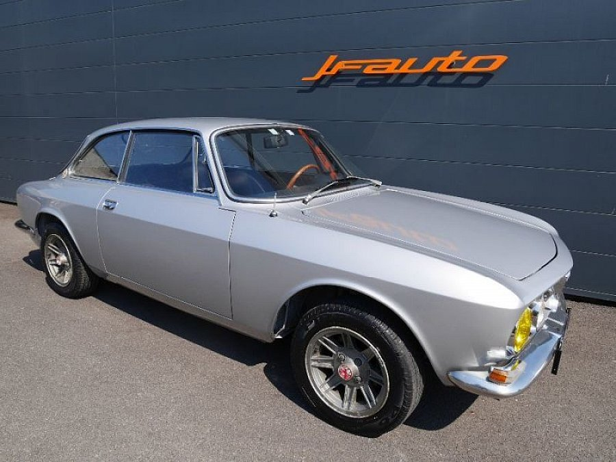 alfa romeo 1750 gt veloce 1 8 122ch gtv tipo 105 coup gris occasion 65 000 58 800 km. Black Bedroom Furniture Sets. Home Design Ideas