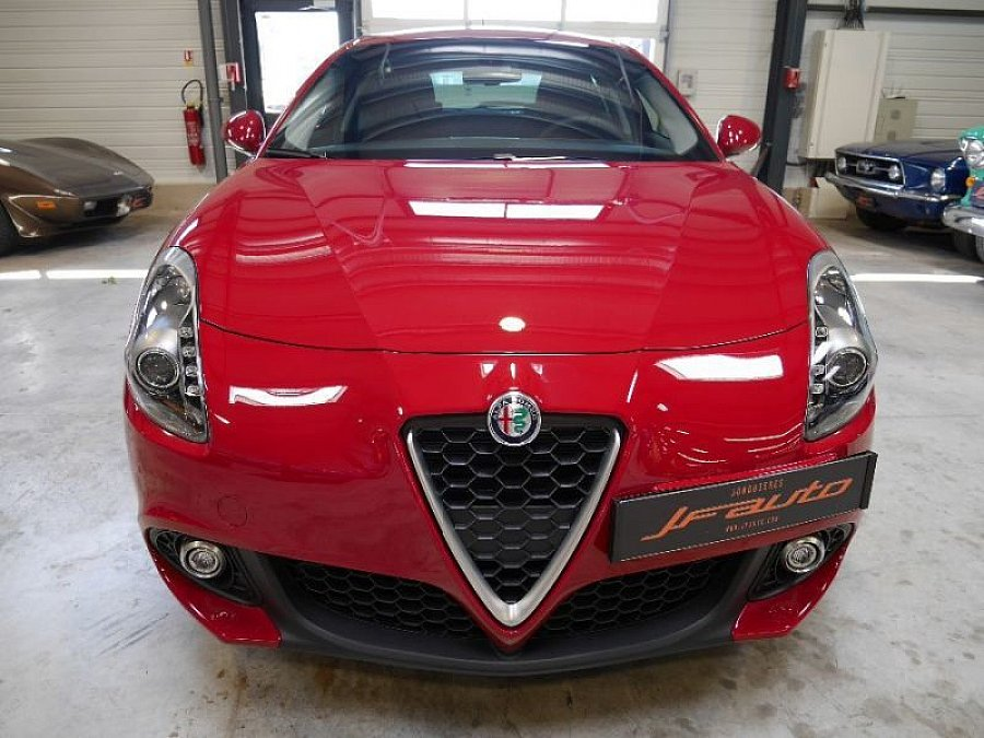 alfa romeo giulietta 940 1 6 jtdm 120 ch berline rouge occasion 19 800 10 km vente de. Black Bedroom Furniture Sets. Home Design Ideas