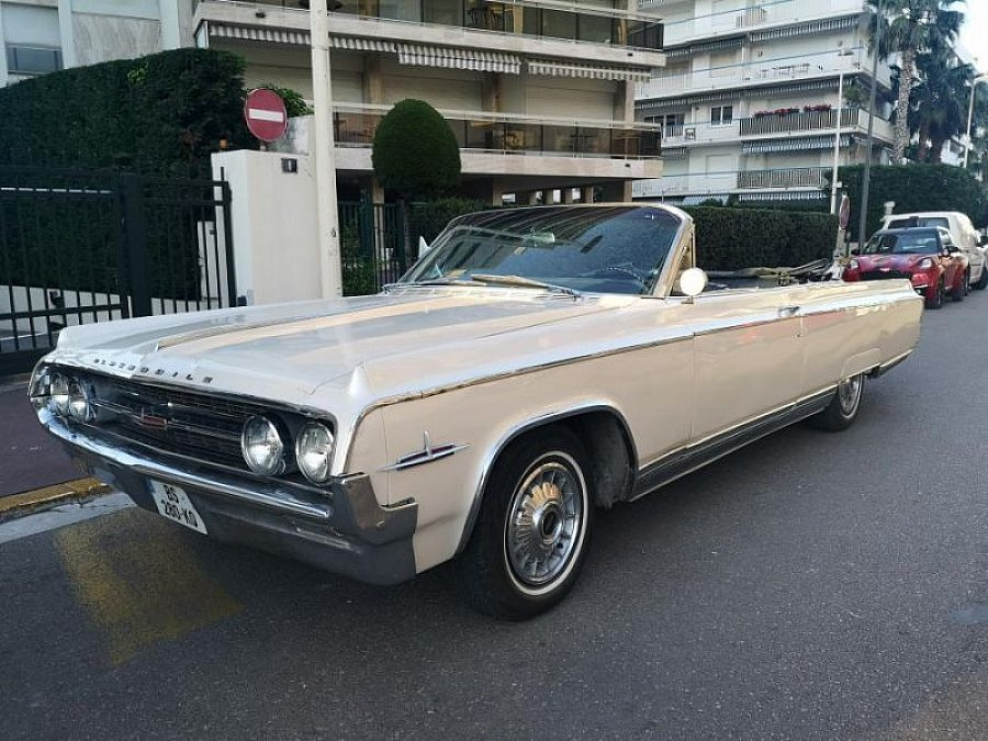 OLDSMOBILE 98 cabriolet Blanc occasion - 27 000 €, 40 000 km