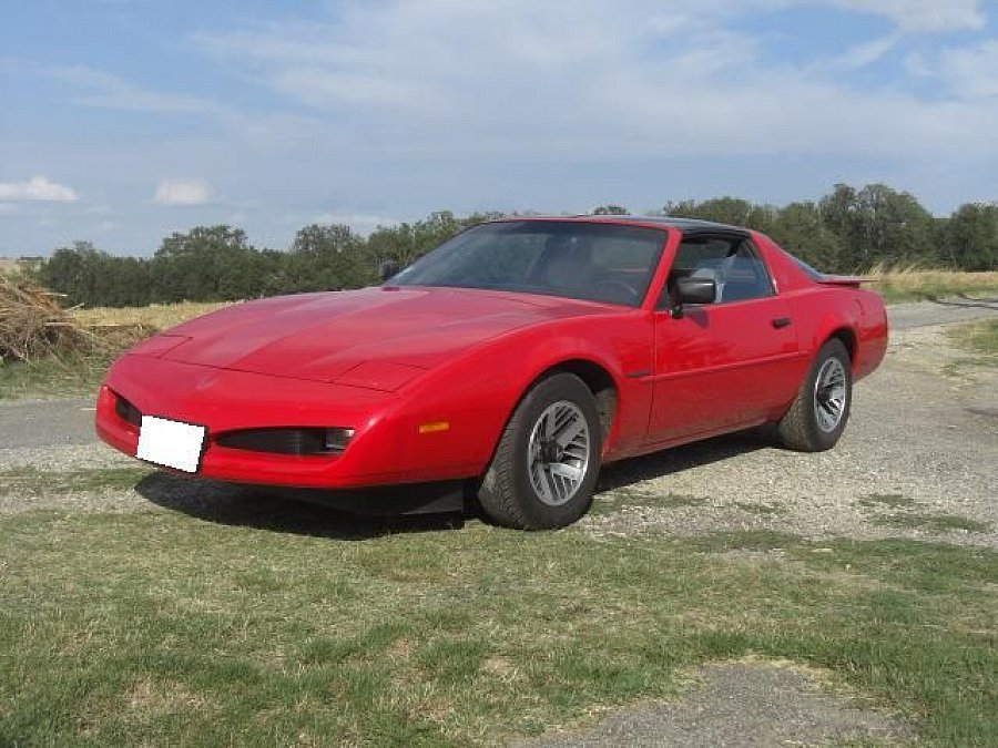 pontiac firebird iii v6 191 ci 3 1 l coup rouge occasion 16 500 30 000 km vente de. Black Bedroom Furniture Sets. Home Design Ideas