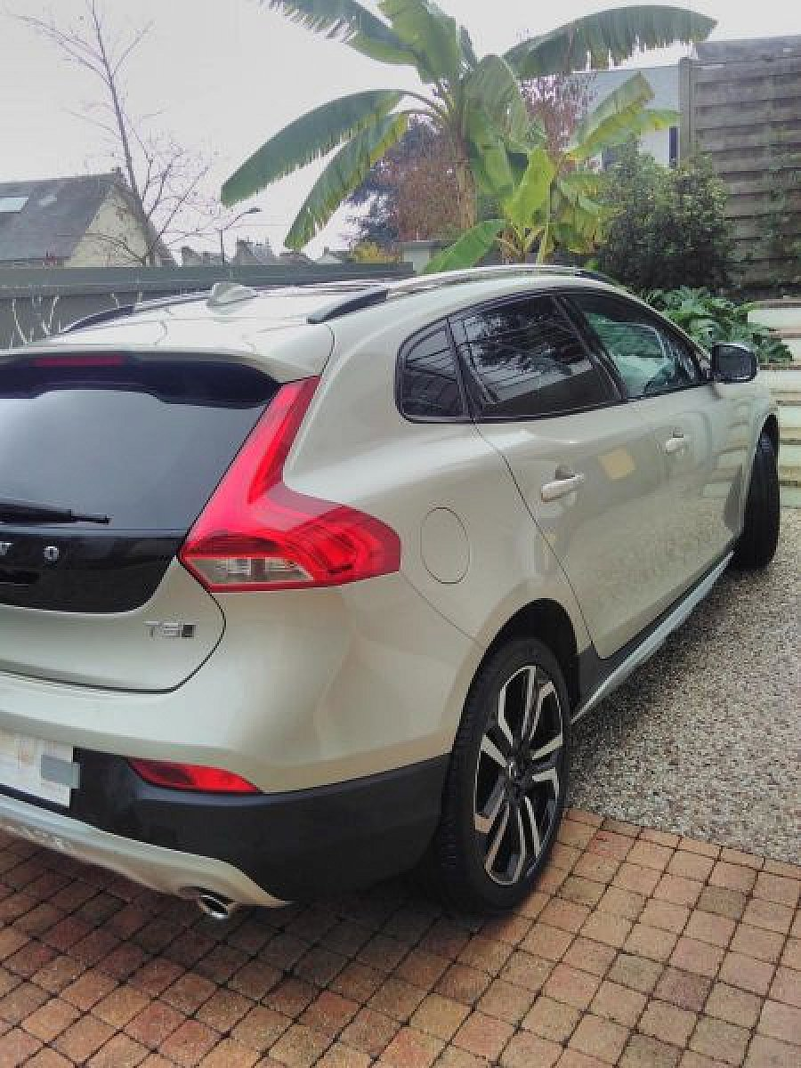 VOLVO V40 CROSS COUNTRY T5 Xenium break Gris clair occasion - 20 500 €, 38 000 km